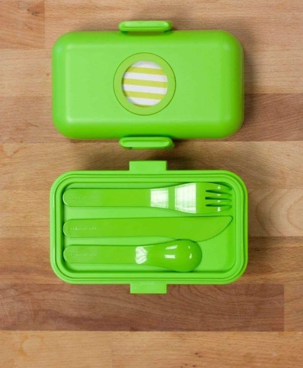 MB Tresor med plads til MB Pocket Color bestik. Sund opbevaring til ungernes mad.