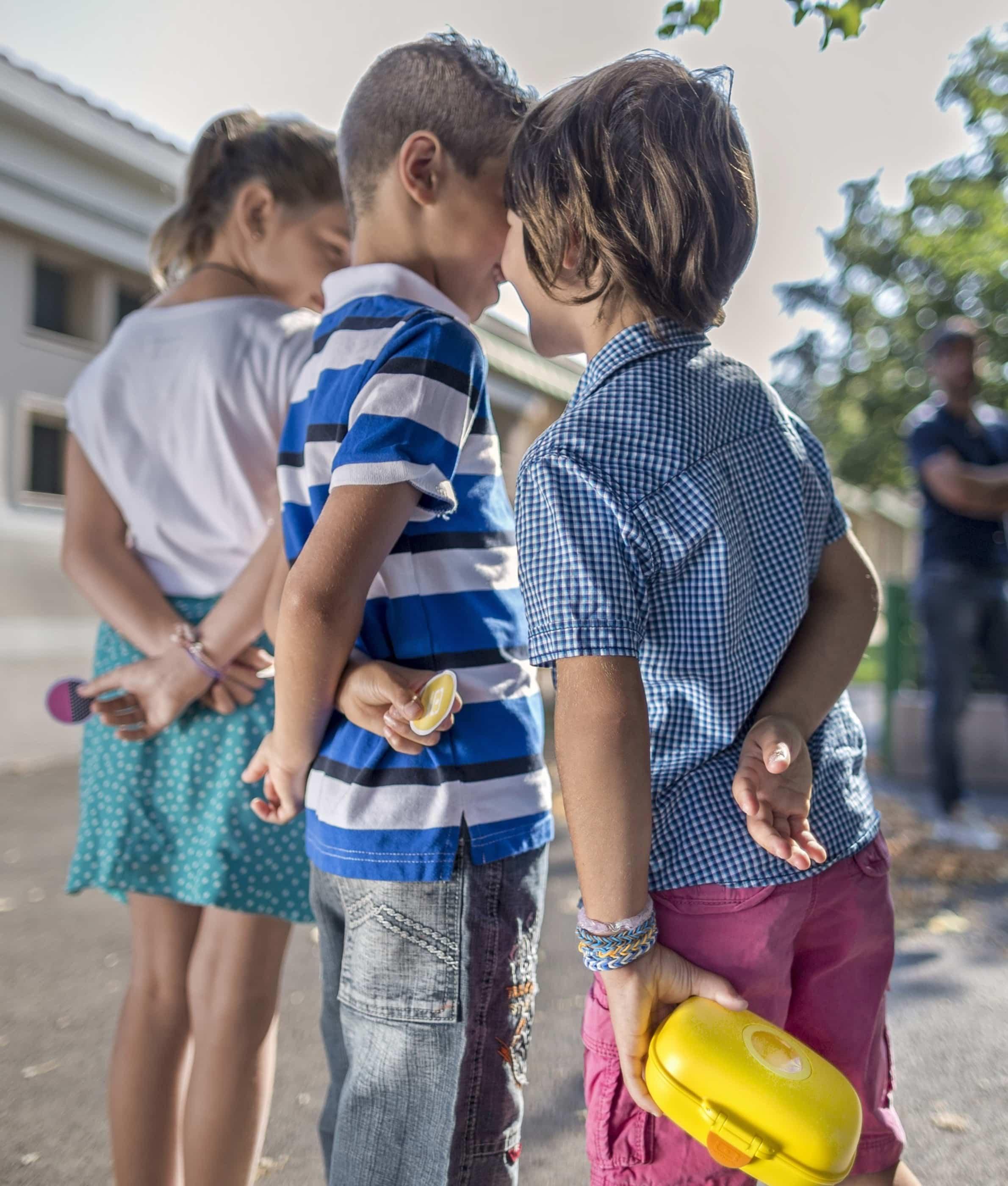 Monbento MB Gram snackbox med på legepladsen