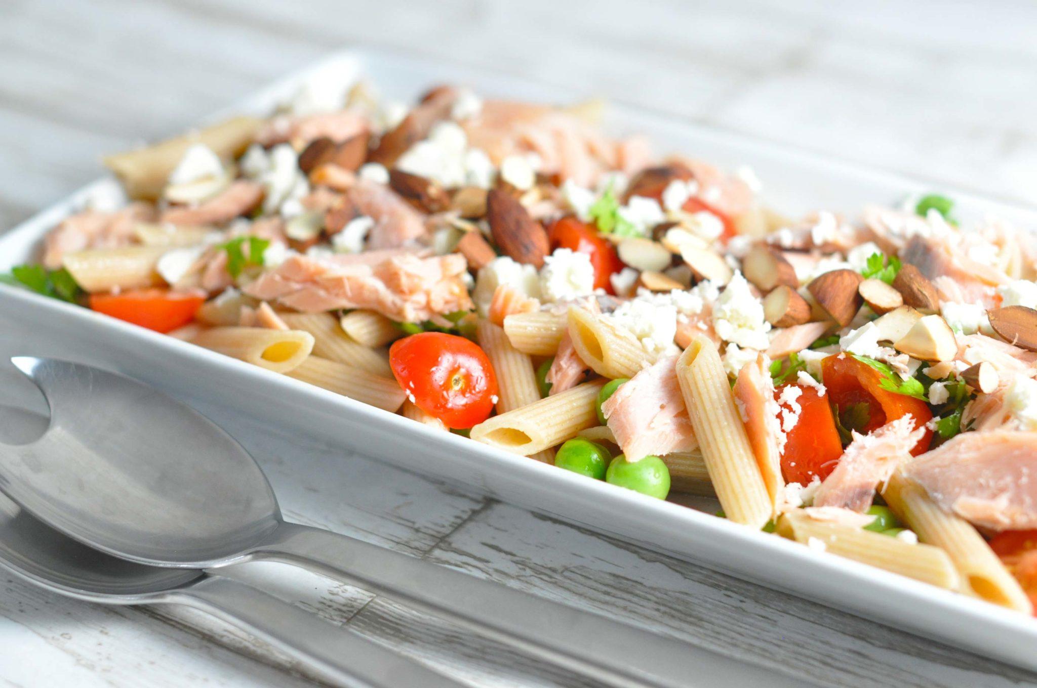 pastasalat med laks