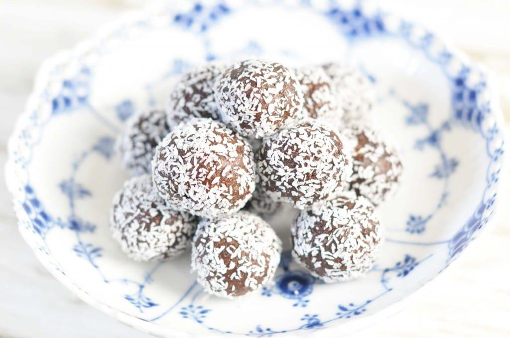 Dadelsnacks med abrikoser og kakao