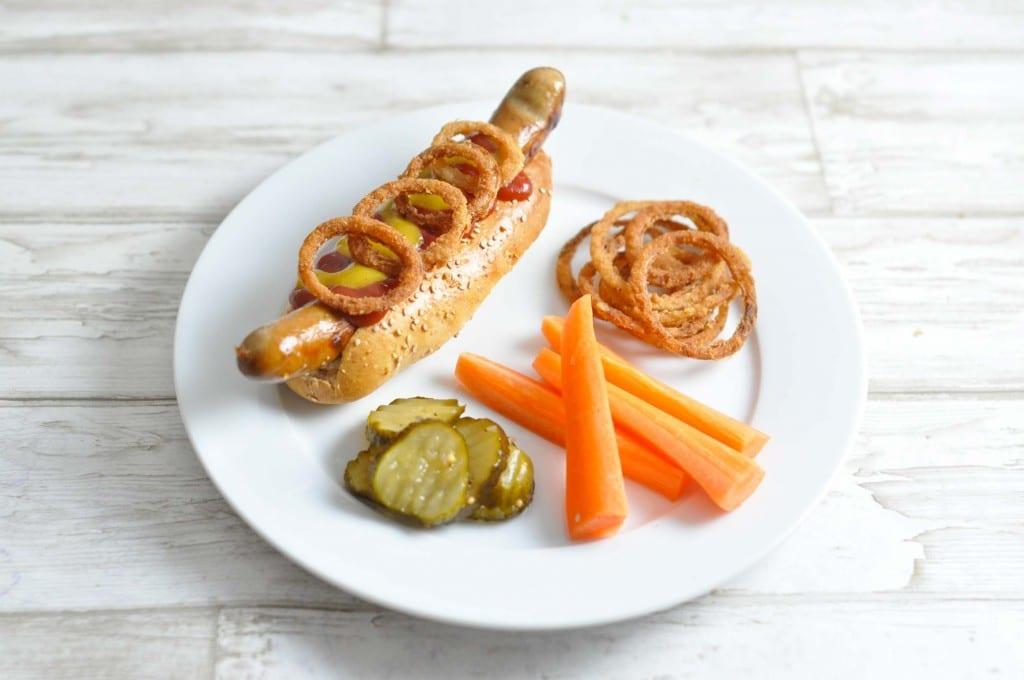 Hotdogs med fritterede løg