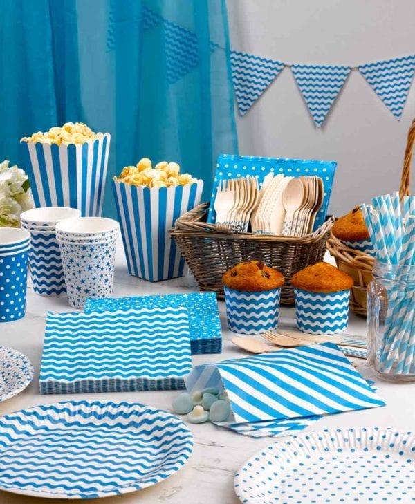 Blaa-og-hvid-borddaekning-til-foedselsdagen-eller-festen
