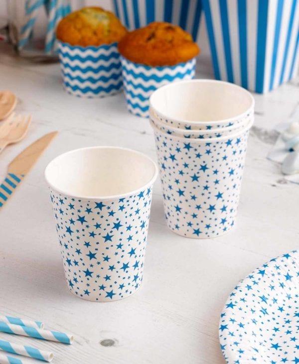 Festlige-kopper-med-blaa-stjerner