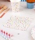 Festlige-servietter-med-mangefarvede-stjerner
