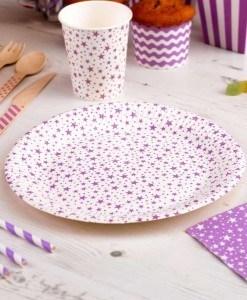 Flotte-tallerkener-til-foedselsdagen-med-lilla-stjerner