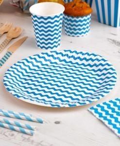 Seje tallerkener-til-foedselsdagen-med-blaa-og-hvide-boelger