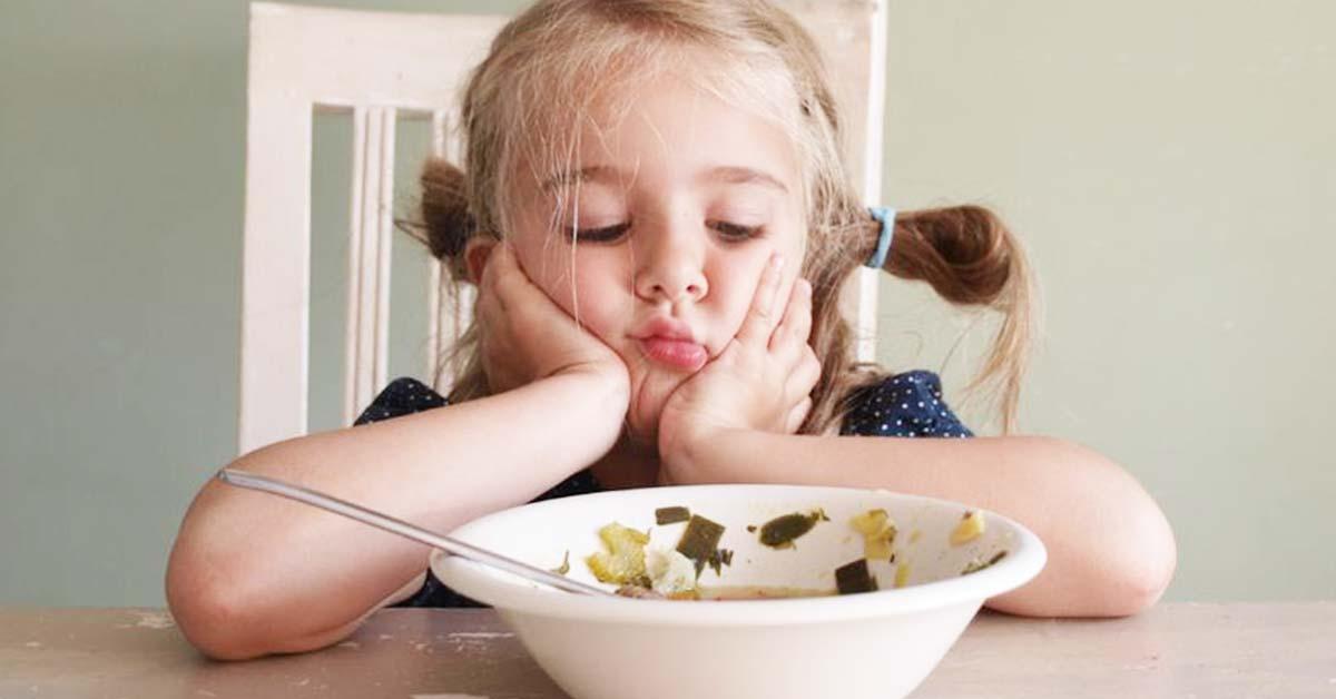 Så meget mad skal dit barn spise i løbet af en dag