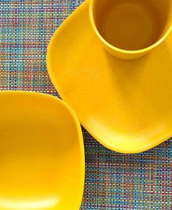 Gusto-skaal-tallerken-og-kop-i-gul