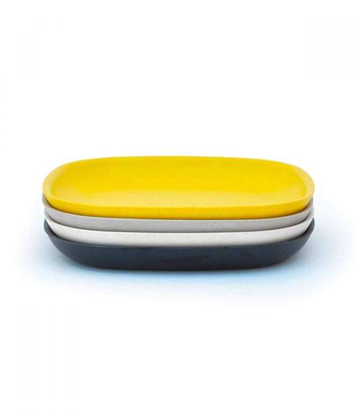 Gusto-tallerkener-i-sort-hvid-gul-og-graa