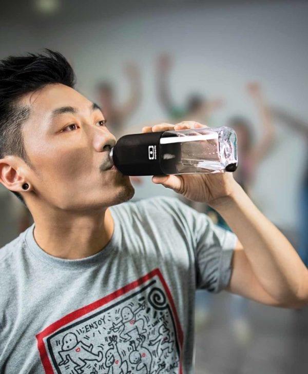 Monbento-drikkedunk-i-sort-er-perfekt-til-workout