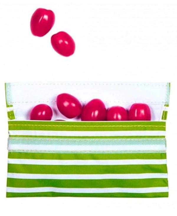 Lille frugtpose med velcro. Med plads til frugt og snacks. Genanvendelig og tåler opvaskemaskine (grønne striber).