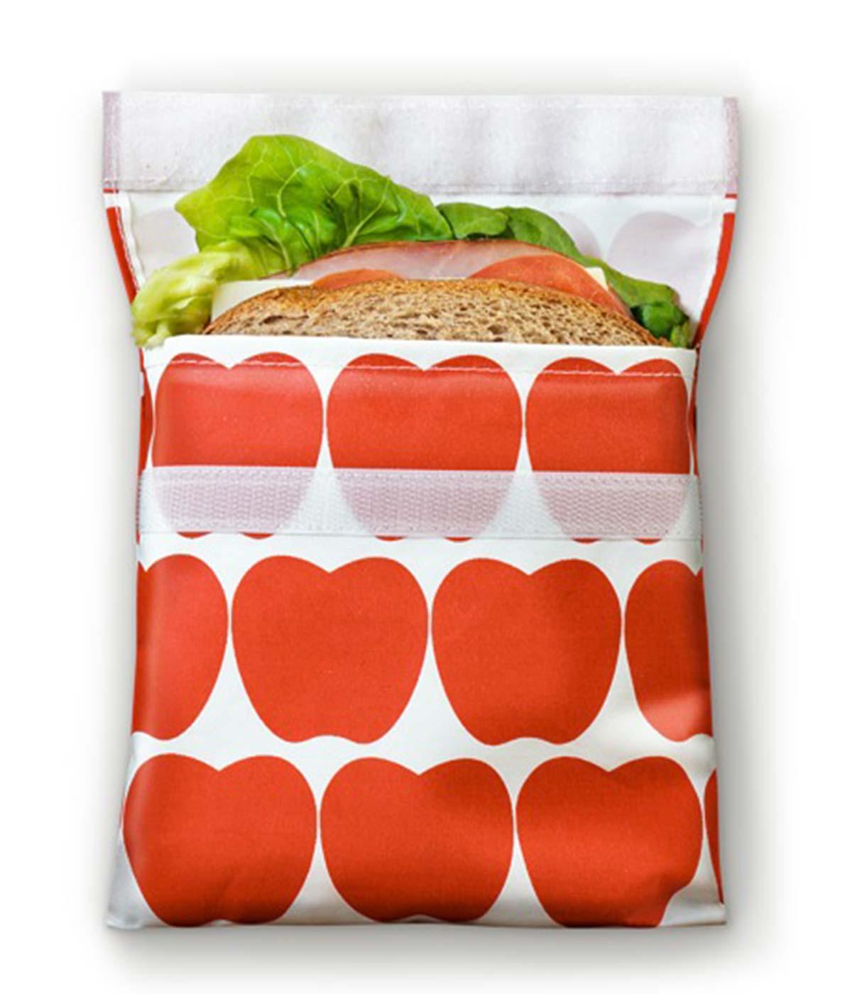 Frugtpose med velcro. Med plads til frugt og snacks. Genanvendelig og tåler opvaskemaskine (røde æbler).