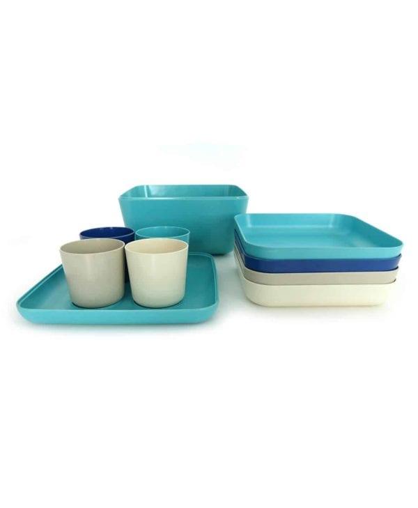 BIOBU-picnicsaet-i-hvid-og-blaa-farver