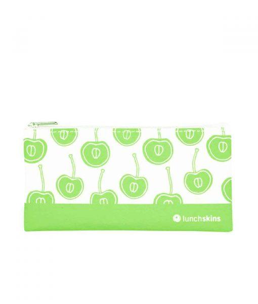 LIlle-snackpose-med-groenne-frugter