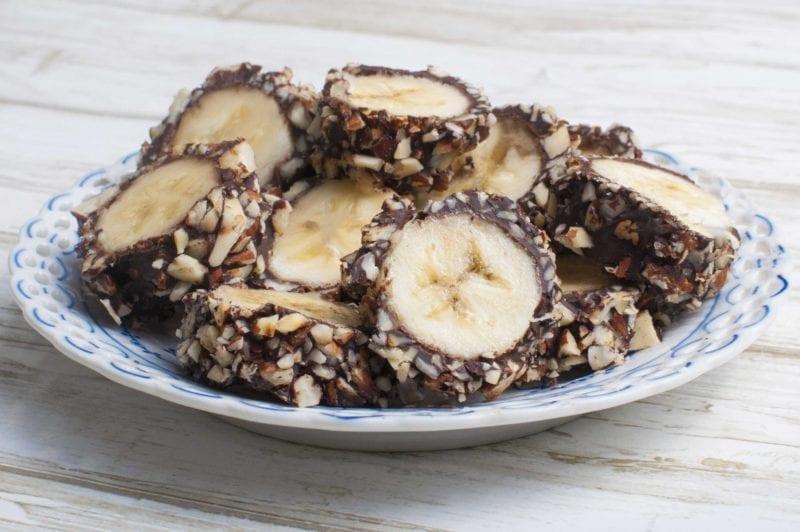 Banansnacks med mørk chokolade
