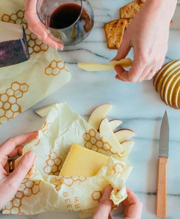 Bees wrap i mellem er super til opbevaring af oste