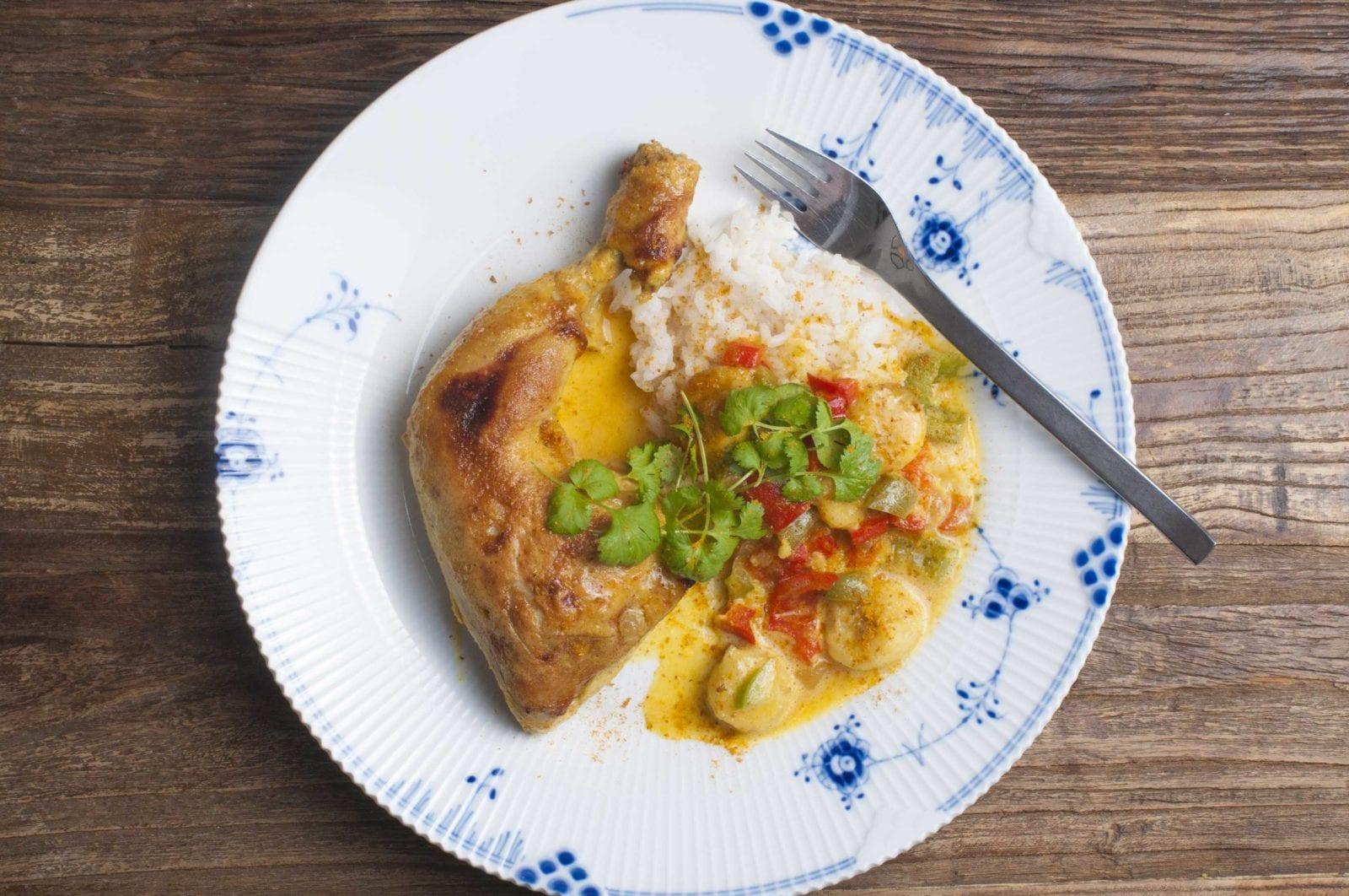 Indonesisk kylling med flødeskum og banan