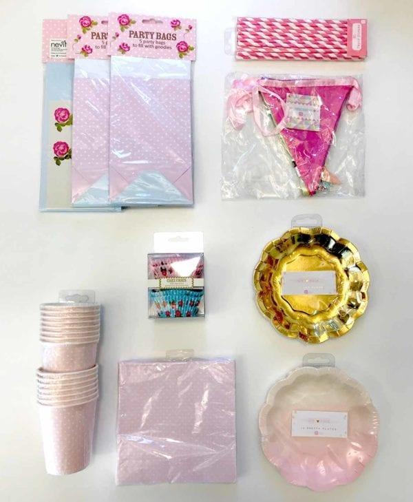 Fint sæt til pigefødselsdagen - til 15 personer inkl. tallerkener, slikposer, flagranke, kopper, servietter og kageforme