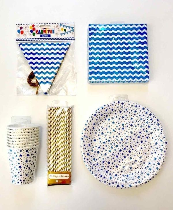 Nem og hurtig fest i blå og hvide farver til 8 personer