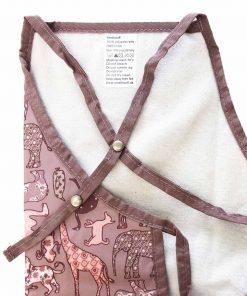 Børneforklæde fra Smallstuff - lyserød med dyr - bagside