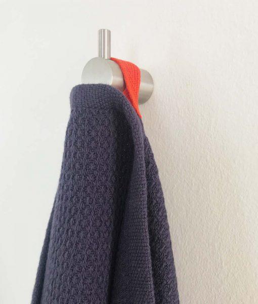 Mørkeblåt gæstehåndklæde fra Ekobo
