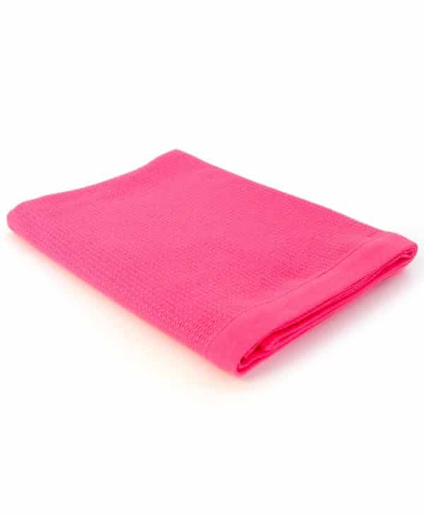Stort lyserødt badehåndklæde i økologisk bomuld med strop på midten