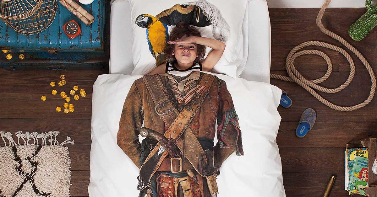 Snurk Facebook sengetøj junior - med pige - pirate