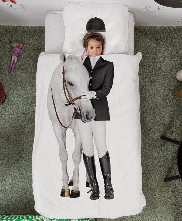 Snurk sengetøj junior - pige i seng seng - hest