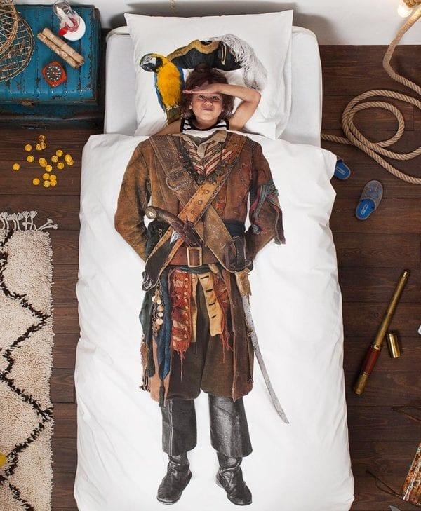 Snurk sengetøj junior - med pige - pirate