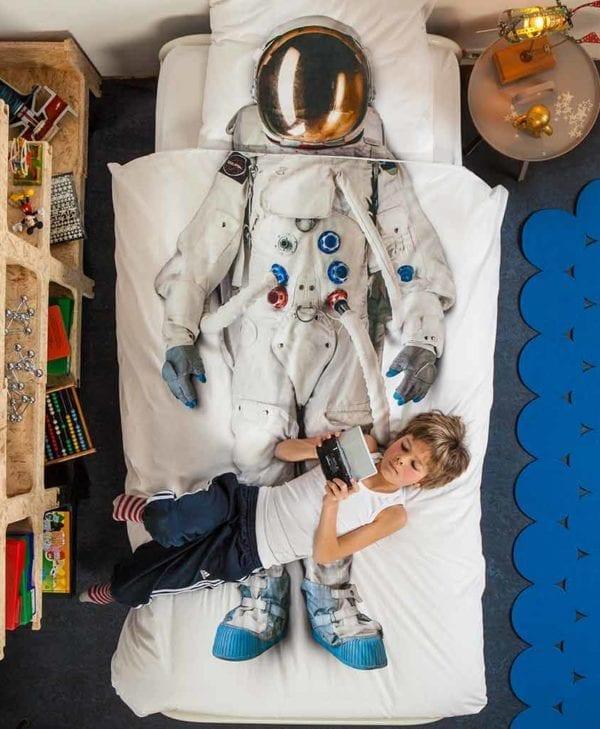 Snurk sengetøj junior - redt seng - astronaut