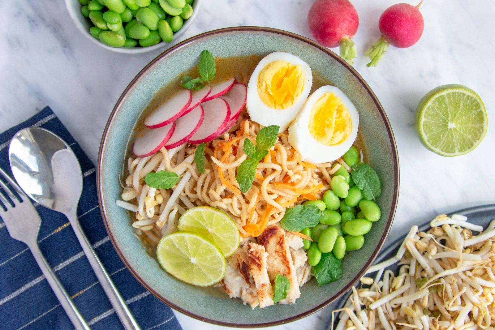 Max 15 min.: Hurtig ramensuppe med stegt kylling og æg